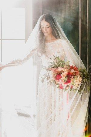 Фата невесты: пережиток прошлого или вечная классика?